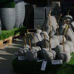 Pots et décoration de jardin. Jardinerie Les Jardins de la Fontaine dans le Jura